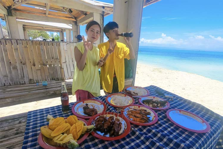 Cottages where you can eat and relax in the island.